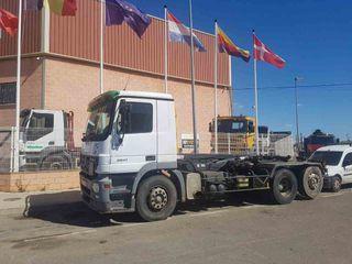 Camión Mercedes Actros 2541 6X2 gancho multilif