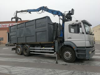 Camión MERCEDES 280 6X2 gancho multilif con grua