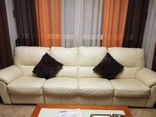 Sofá de 4 plazas. Piel