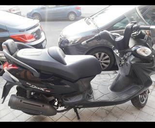 vendo moto kymco 125 color negro