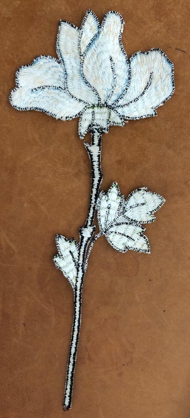 écusson brodé ou patch fleur à appliquer Vintage