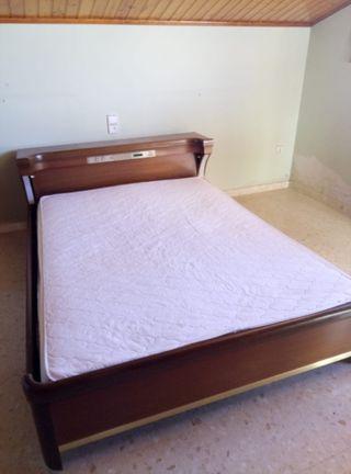 cabecera, estructura de cama y somier.