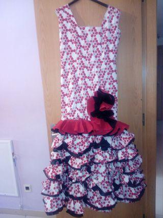 vestido de sevillana flamenca gitana o rociero