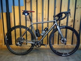 Bicicleta gravel Bombtrack hook ext