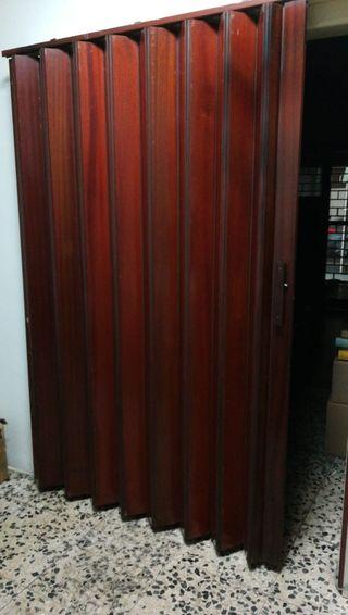 Puerta fuelle madera