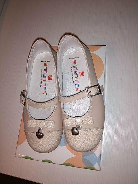 005bed00 Zapatos niña. 26 de segunda mano por 10 € en Gijón en WALLAPOP