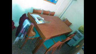 mesa con ocho sillas
