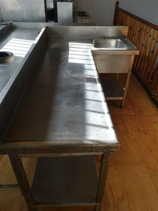 fregadero con mesa de trabajo