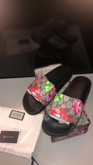Gucci blooms sliders size 8