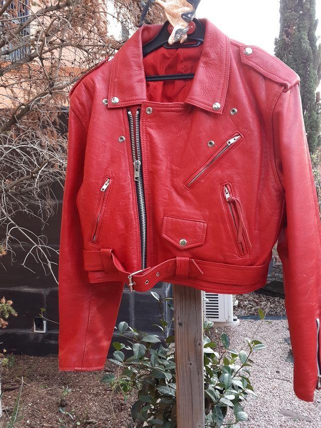 chaqueta de cuero roja vintage