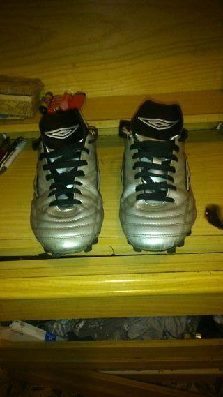 botas de fútbol umbro