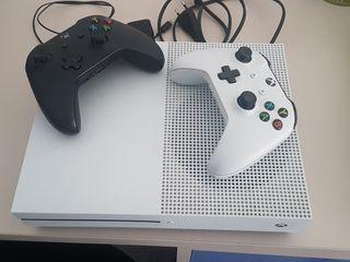 Xbox one S con dos mandos