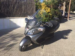 Moto Suzuki Burgman. 650