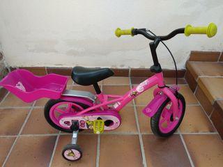 Bicicleta y patinete.