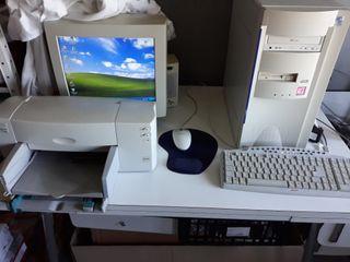 PC antiguo con impresora