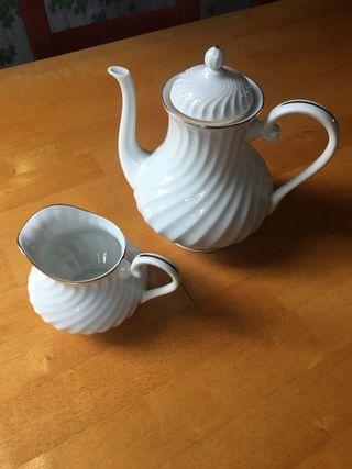 Cafetera y lechera porcelana 1824 VA Portugal