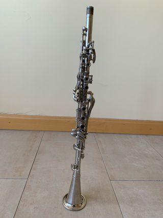 Clarinete de metal Bb Loveri funcionando