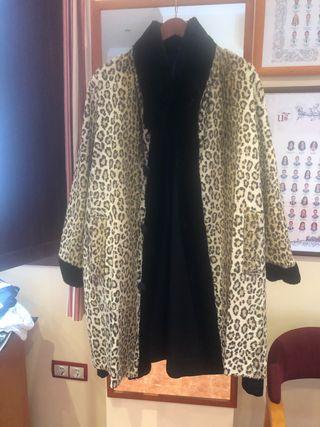 Conjunto abrigo, botas t-37 y bolso animal print