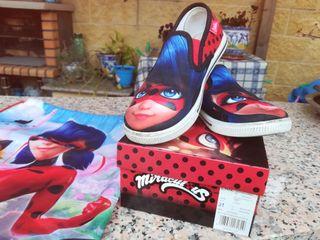 zapatos, botines numero 31 y mochila portamerienda
