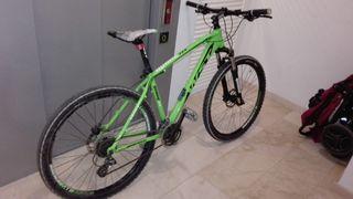 bicicleta con frenos hidráulicos