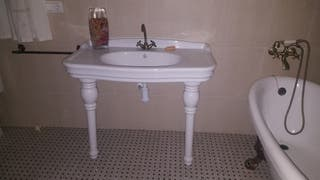 lavabo con griferia. Nuevo
