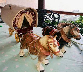 Carroza de nómadas en porcelana y madera