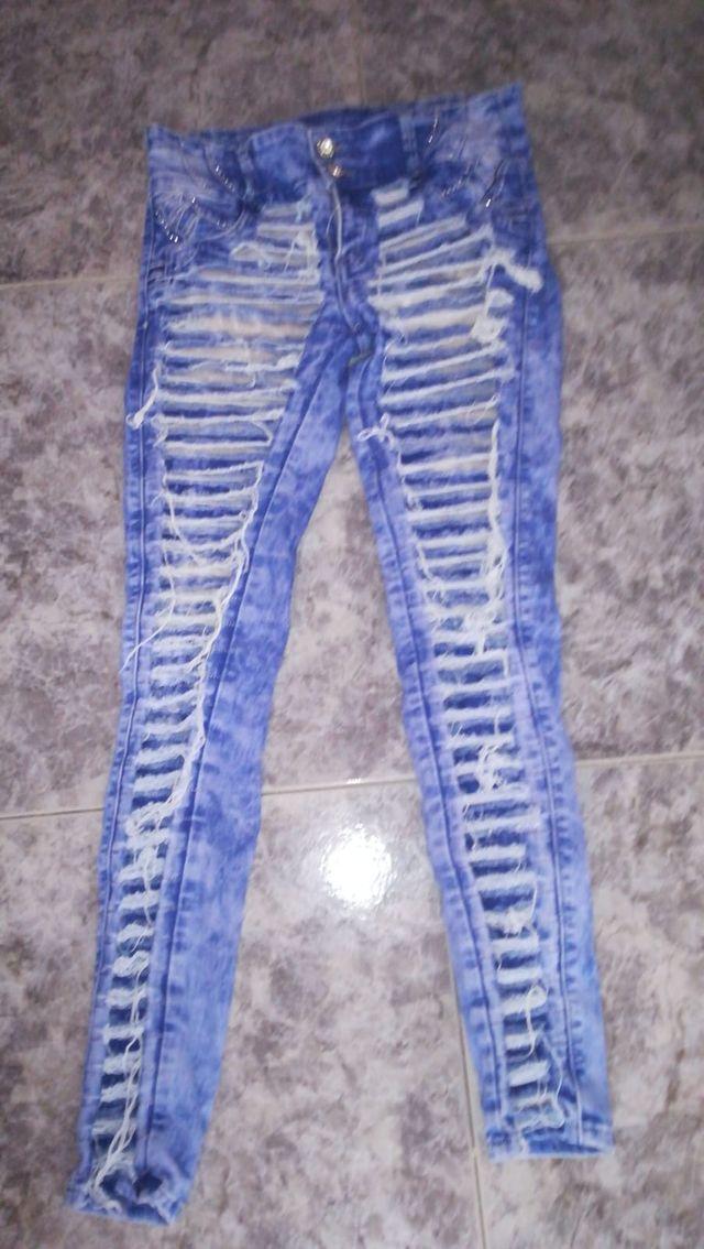 Pantalon azul cielo oscuro de rayas
