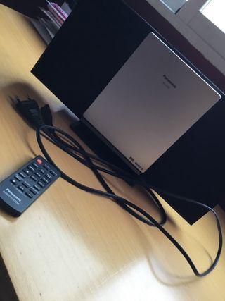 Reproductor radio/ multimedia Panasonic