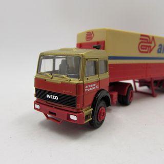 Iveco Turbo con semiremolque de Arcese Transporte