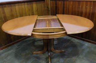 Mesa redonda extensible y 5 sillas