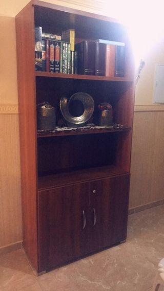2 armario y un escritorio