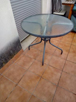 mesa redonda para terraza o jardin
