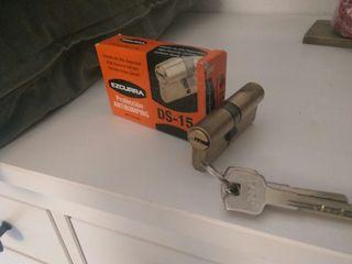 Bombin con llaves