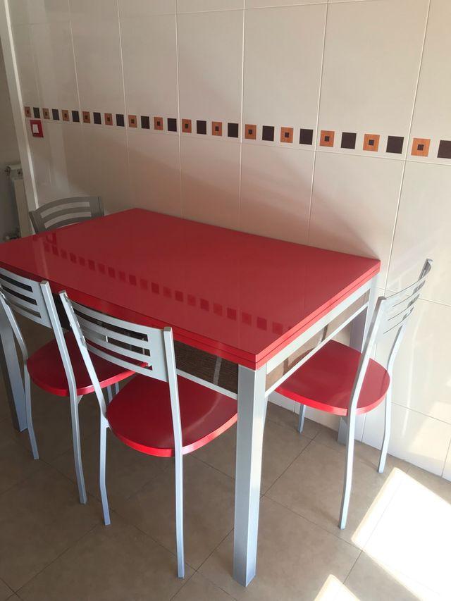 Conjunto mesa y cuatro sillas cocina roja de segunda mano por 220 ...