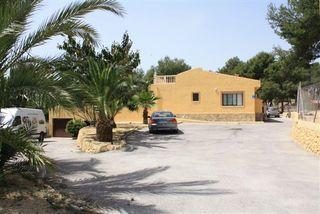 Villa en Alfaz del Pí + Loft de 30 m2. NEGOCIABLE
