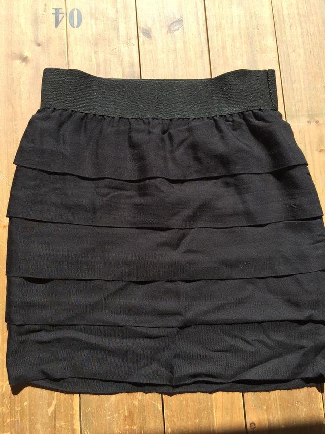 4c07c31e7 Minifalda negra de Zara talla M de segunda mano por 5 € en Madrid en ...