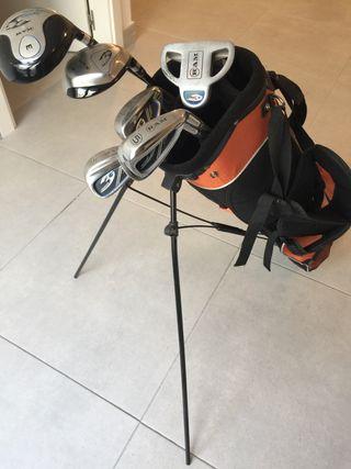 Dos juegos de palos de golf