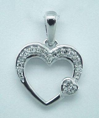 Colgante en forma de corazón oro y diamantes