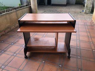 Mesa de escritorio casi nueva