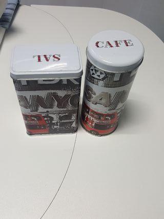 Dos latas de metal con motivos de Londres