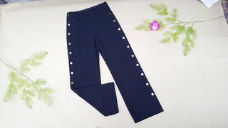 pantalón azul marino con botones Talla M