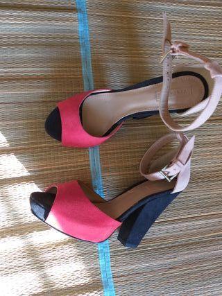 sandalias tacón piel