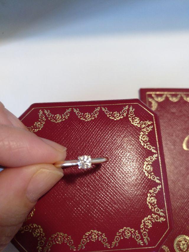 Anillo Cartier solitario 1895 oro y diamante