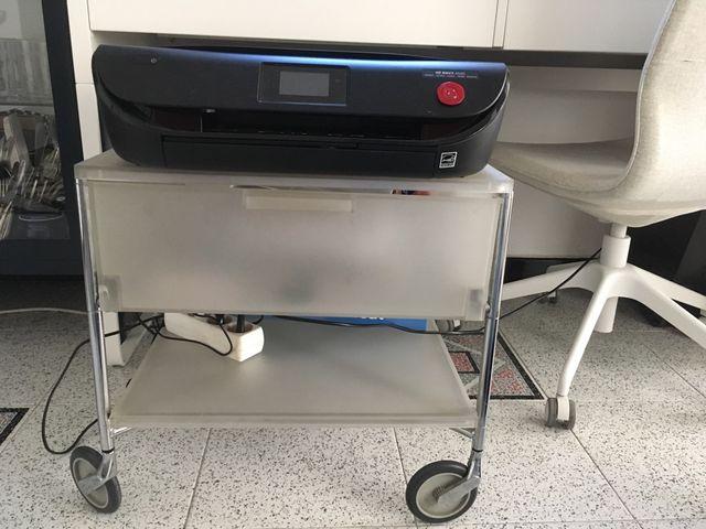 Mesa auxiliar oficina de segunda mano por 40 € en Barcelona en WALLAPOP