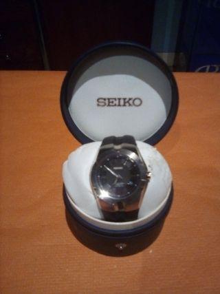 Reloj Seiko Kinetic.