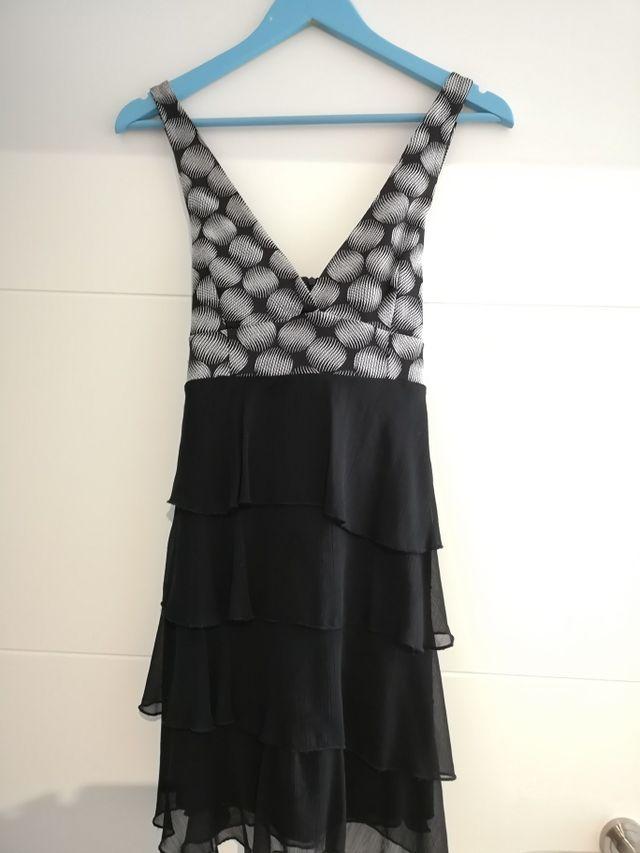 583e69232 Vestido corto fiesta falda tul de segunda mano por 20 € en Irun en ...