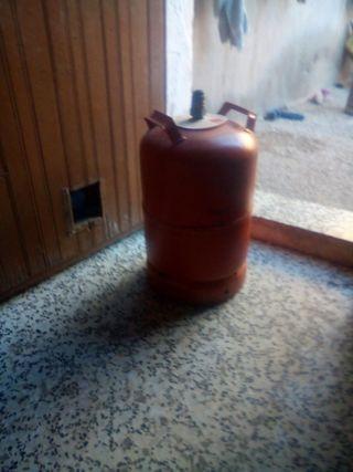 botano de gas roja y blanca
