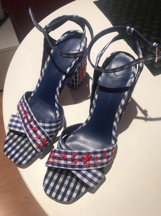 Sandalias con tacón cuadrado talla 38