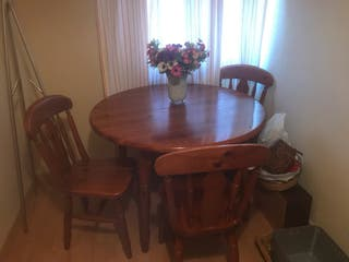 Mesa extensible de 108 cm, con tres sillas a juego