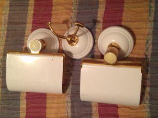 2 porta rollos lavabo y 1 colgador